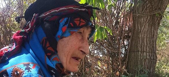 مادربزرگ روستا قصه میگوید