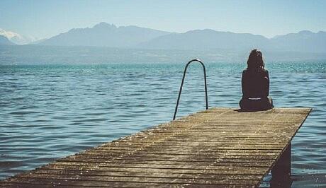 دلم گرفته، تنهایم
